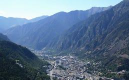 Andorra entre las montañas imagenes de archivo