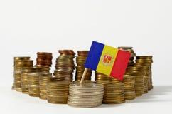 Andorra-Flagge mit Stapel Geldmünzen Lizenzfreies Stockfoto
