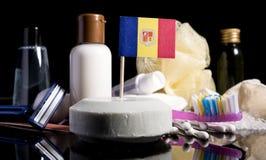 Andorranische Flagge in der Seife mit allen Produkten für die Leute Stockfotos