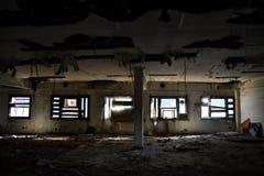 Andra golv av en övergiven fabrik i Vigo royaltyfria foton