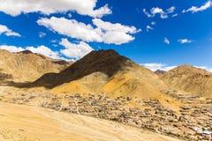 Andra sidan av den Leh Ladakh staden Arkivbild