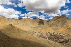 Andra sidan av den Leh Ladakh staden Arkivbilder