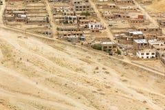 Andra sidan av den Leh Ladakh staden Arkivfoto
