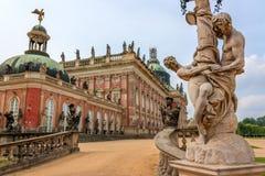 Andra sidan av den nya slotten i Potsdam Royaltyfria Foton