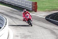 Andrea Dovizioso de l'emballage officiel d'équipe de Ducati Image stock