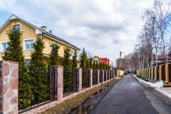 Andreevka, Russland - 11. April 2016 Allgemeine Ansicht der Kleinstadt in Solnechnogorsk-Bezirk Stockfotos