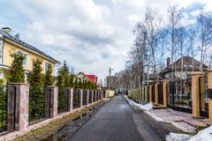 Andreevka, Russland - 11. April 2016 Allgemeine Ansicht der Kleinstadt in Solnechnogorsk-Bezirk Lizenzfreie Stockbilder