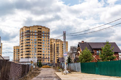 Andreevka, Russland - 11. April 2016 Allgemeine Ansicht der Kleinstadt in Solnechnogorsk-Bezirk Stockfoto