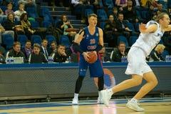 Andrei Vorontsevich 20 in een basketbalspel royalty-vrije stock foto