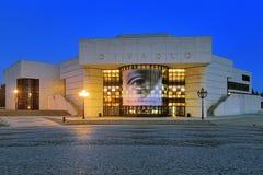 Andrej Bagar Theater am Abend in Nitra, Slowakei lizenzfreie stockfotos