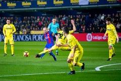 Andres Iniesta joga na harmonia de Liga do La entre o Villarreal CF e o FC Barcelona Imagens de Stock