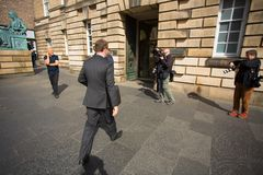 Andrew Coulson ankommer på Skottland högre domstol arkivfoto