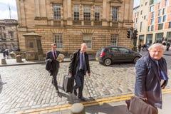 Andrew Coulson Entering el edificio de la corte fotos de archivo libres de regalías
