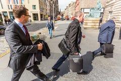 Andrew Coulson Entering el edificio de la corte imagen de archivo libre de regalías