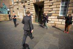Andrew Coulson komt bij de Hoge rechtsinstantie van Schotland aan stock foto