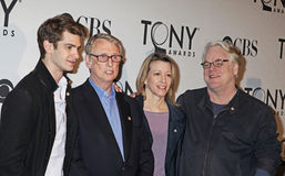 Andrew Garfield, Mike Nichols, Linda Emond, y Philip Seymour Hoffman Fotos de archivo