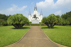 Andrew Jackson Statue u. St. Louis Cathedral, Jackson Square in New Orleans, Louisiana stockbilder