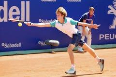 Andrey Rublev sztuki przy ATP Barcelona Banc Sabadell Conde De Godo Otwartym turniejem (gracz w tenisa od Rosja) Zdjęcia Stock