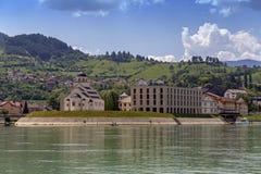 Andricgrad от реки в Visegrad стоковые фото
