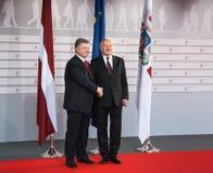 Andris Berzins y Petro Poroshenko fotos de archivo