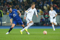 Andriy Yarmolenko跑与球、UEFA欧罗巴16秒腿比赛同盟回合在发电机之间和埃弗顿 库存图片