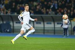 Andriy Yarmolenko跑与球、UEFA欧罗巴16秒腿比赛同盟回合在发电机之间和埃弗顿 库存照片