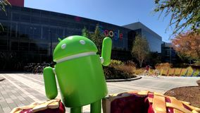 Android staty i Googleplex högkvarterhuvudkontor arkivfilmer