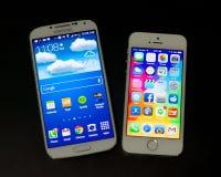 Android y dispositivo móvil de Iphone Imagen de archivo