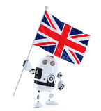 Androider Roboter, der mit Flagge von Großbritannien steht. Lokalisiert über Weiß Lizenzfreie Stockbilder
