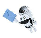 Androides Roboterfliegen mit envelppe. E-Mail-Lieferungskonzept. Lizenzfreies Stockfoto