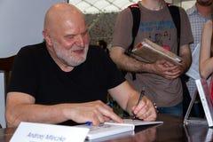 Andrzej Mleczko en la cuarta feria de libro en Varsovia imagen de archivo