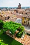 Andscape με τις στέγες των σπιτιών στη μικρή tuscan πόλη στην επαρχία Στοκ Εικόνες
