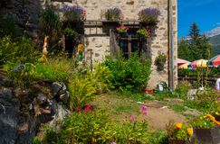 Andscape der Alpen in Frankreich im Sommer lizenzfreie stockbilder