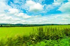 Andscapes dei campi agricoli fotografati dall'automobile vicino Immagini Stock Libere da Diritti