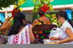 ANDUJAR, ESPAGNE - septembre, 6 : Flamenca Sevillian typique s de femmes Photo libre de droits