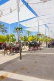 ANDUJAR, ESPANHA - setembro, 6: barracas e guarda-chuvas para evitar fotografia de stock