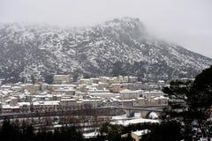 Anduze κάτω από το χιόνι, μικρή πόλη στη νοτιοανατολική Γαλλία Στοκ εικόνα με δικαίωμα ελεύθερης χρήσης