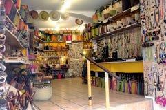 Anduze shoppar av hemslöjder och souvenir Arkivbild