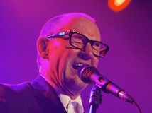 Andy Fairweather Low in Concert Stock Image
