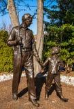 Andy Griffith y estatua de Opie imagen de archivo