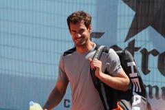 Andy Murray que viene a la práctica imagenes de archivo