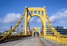 Andy Warhol Bridge in im Stadtzentrum gelegenem Pittsburgh, Pennsylvania, USA stockfotografie