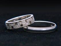 Aneis de diamante para o dia do casamento Imagens de Stock Royalty Free
