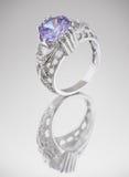 Anel com a gema azul no cinza Imagens de Stock Royalty Free