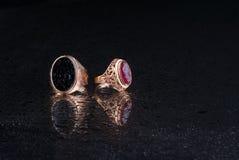 Anel da joia em um fundo preto Foto de Stock Royalty Free