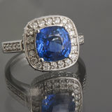 Anel da safira e de diamantes Imagens de Stock Royalty Free