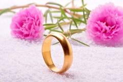 Anel de casamento Imagens de Stock