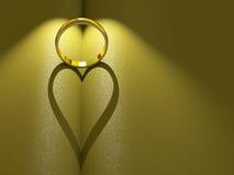 Anel de casamento que molda um coração Fotografia de Stock Royalty Free
