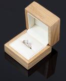 Anel de noivado do diamante em uma caixa Foto de Stock Royalty Free
