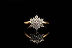 Anel de noivado do solitário do diamante Imagens de Stock Royalty Free